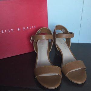 NWT Kelly & Katie Elendra Wedge Sandal
